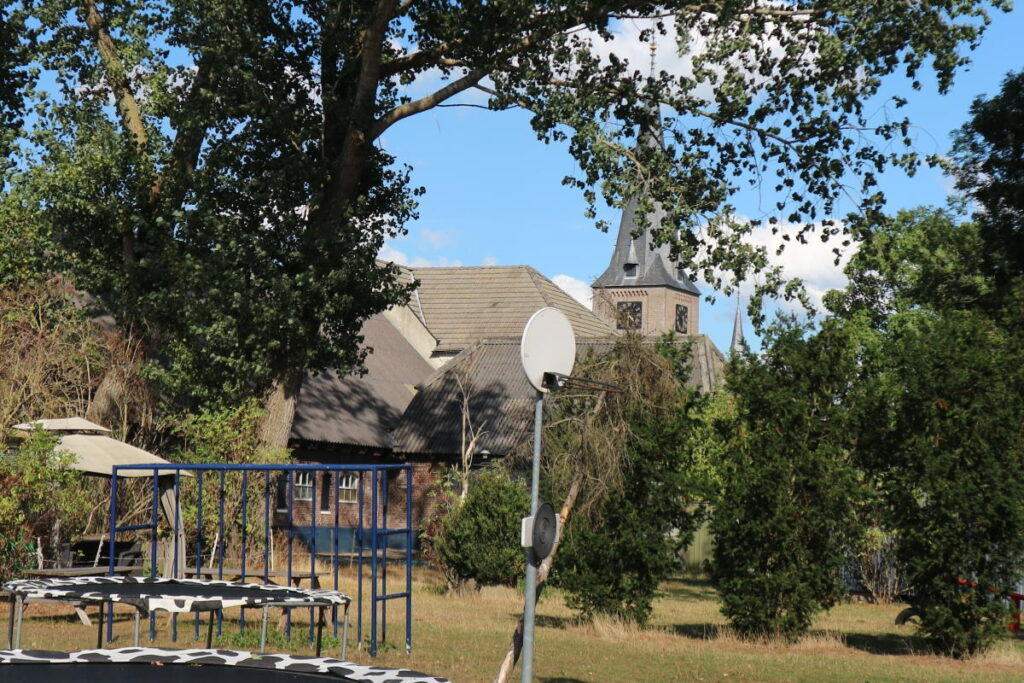 Kampeerhoeve speeltuin kerk