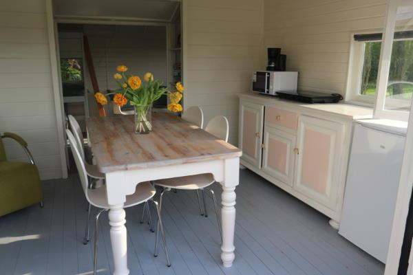 Pipowagen Vlinder binnenkant interieur eethoek keuken